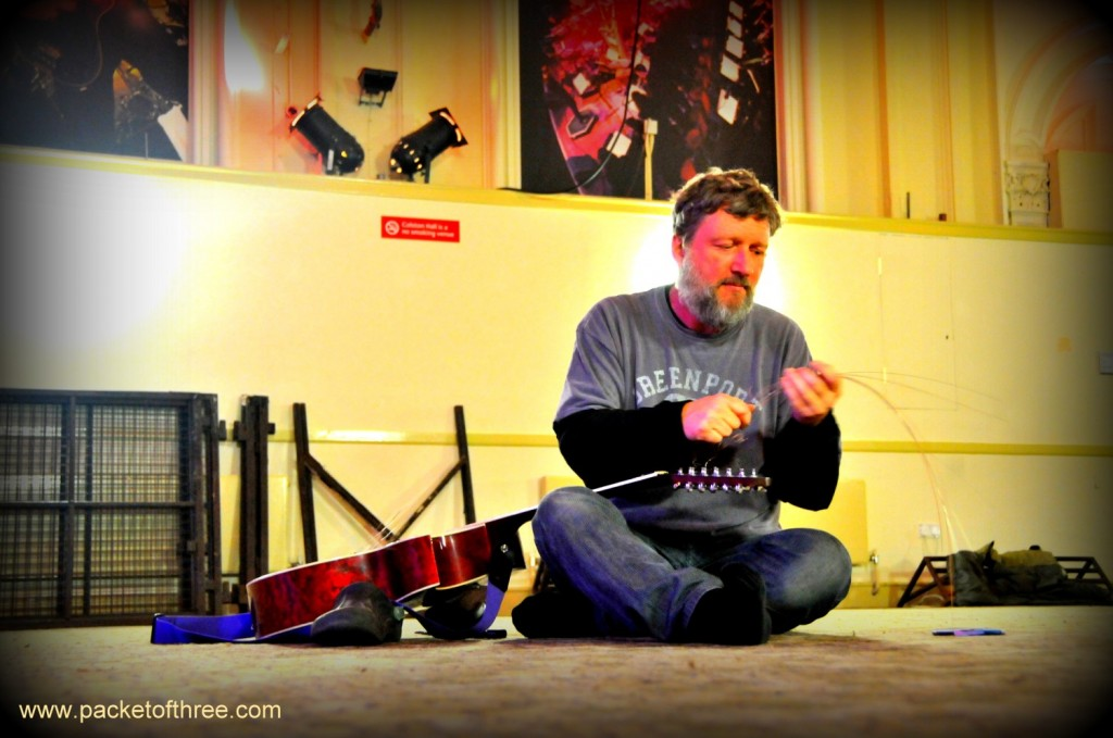 Glenn Tilbrook - restringing the guitar before the soundcheck - Bristol - 11 November 2011